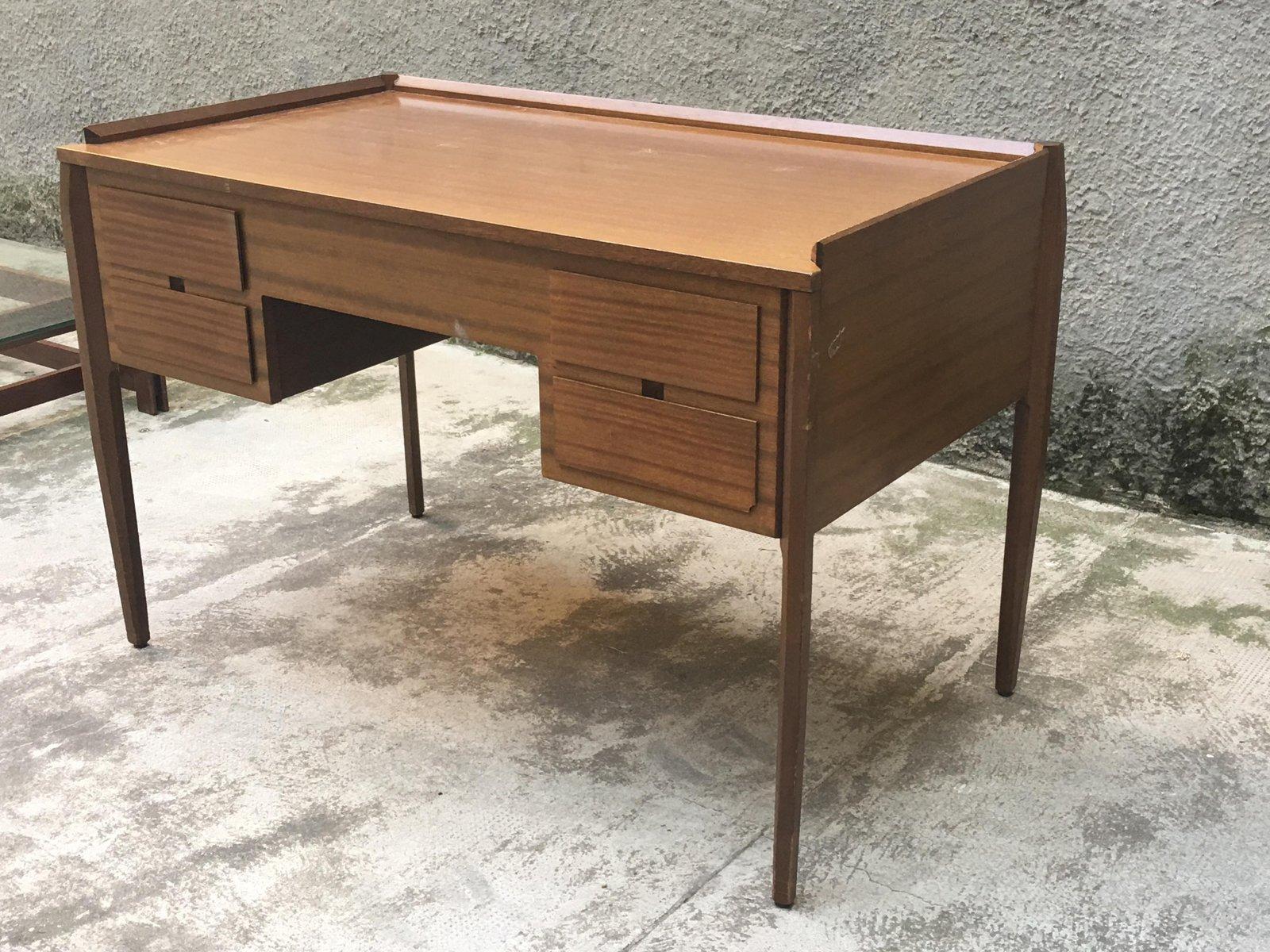 kleiner italienischer vintage schreibtisch mit stuhl bei. Black Bedroom Furniture Sets. Home Design Ideas