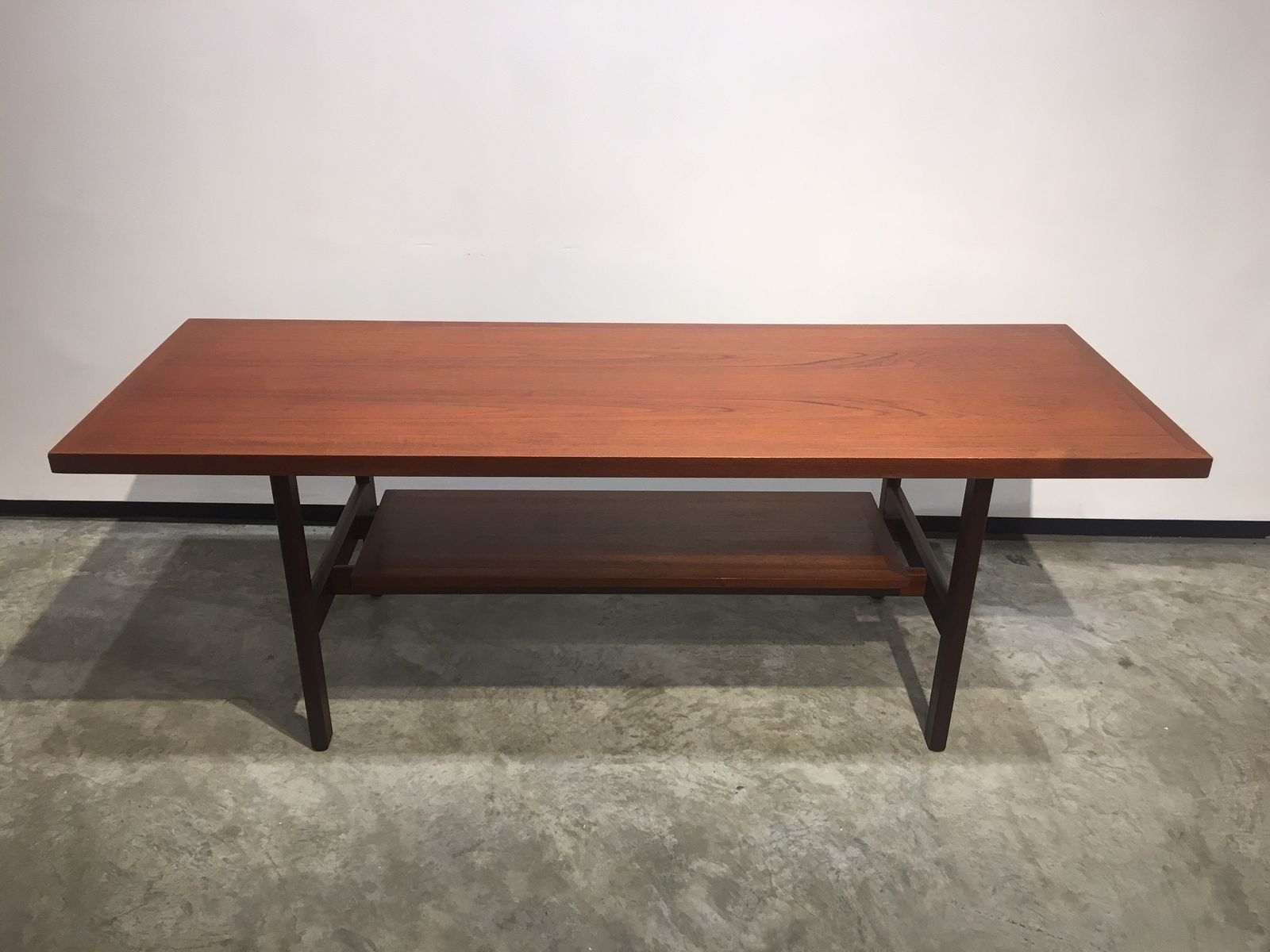 d nischer couchtisch mit teak ablage 1960er bei pamono kaufen. Black Bedroom Furniture Sets. Home Design Ideas