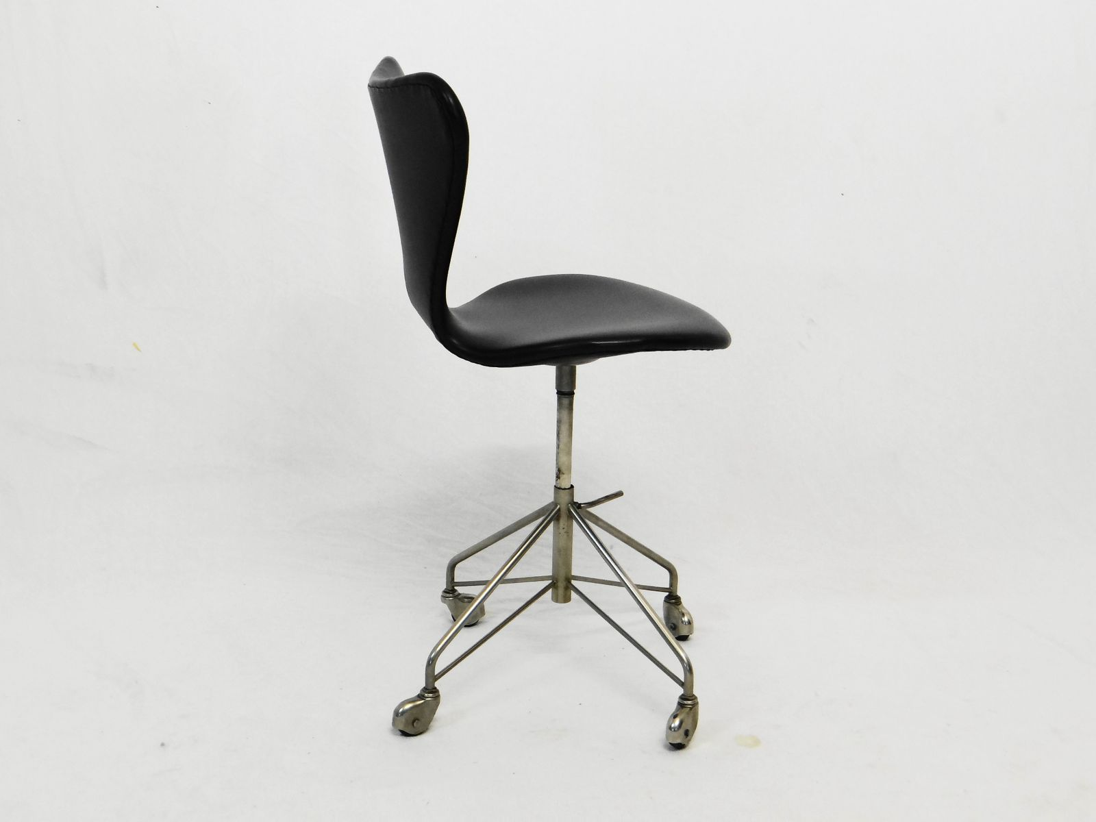 vintage series 7 swivel chair by arne jacobsen for fritz hansen for sale at pamono. Black Bedroom Furniture Sets. Home Design Ideas