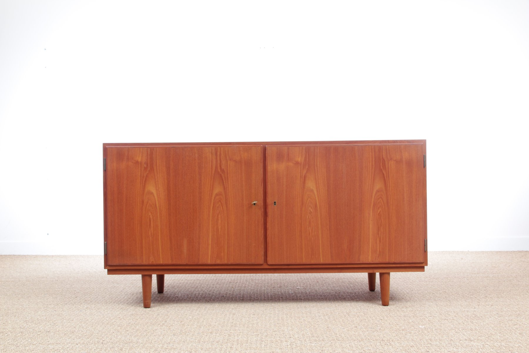 skandinavisches modell hu40 3t teak sideboard von poul hundevad 1960er bei pamono kaufen. Black Bedroom Furniture Sets. Home Design Ideas