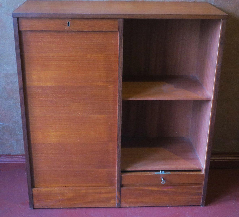 d nischer teak schrank mit schiebet ren 1960er bei pamono kaufen. Black Bedroom Furniture Sets. Home Design Ideas