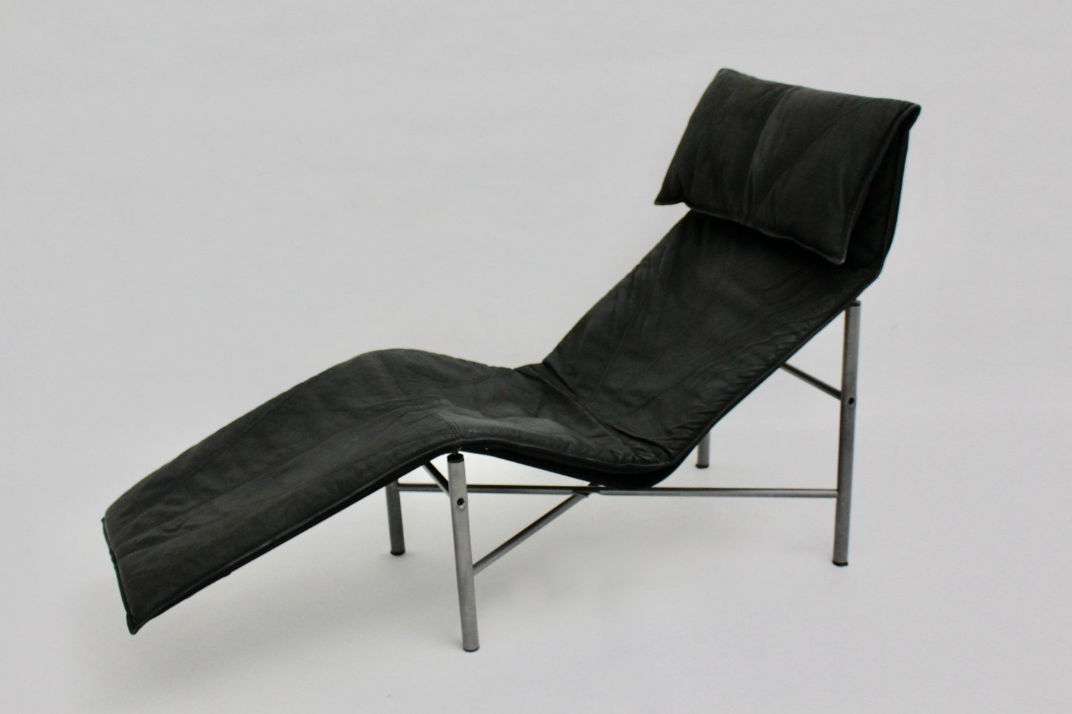 chaise longue manufacturers uk with Black Leather Chaise Longue By Tord Bjorklund 1970 Sweden on Black Leather Chaise Longue By Tord Bjorklund 1970 Sweden together with Black Leather Swivel Recliner Footstool additionally Chaise Longue By Paolo Passerini For Uvet 1985 also Chaise Longue By Rob Eckhardt For Dutch Originals  herlands 1980s also Rgs Tessuto Budapest.