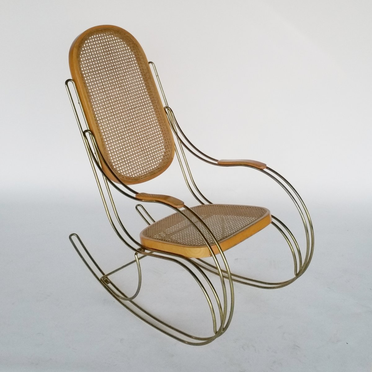 Schaukelstuhl aus metall schilfrohr 1970er bei pamono for Schaukelstuhl 1970