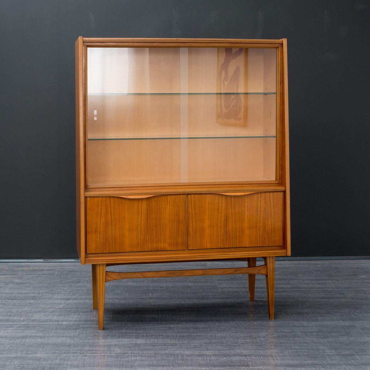 vitrine aus glas walnuss 1960er bei pamono kaufen. Black Bedroom Furniture Sets. Home Design Ideas