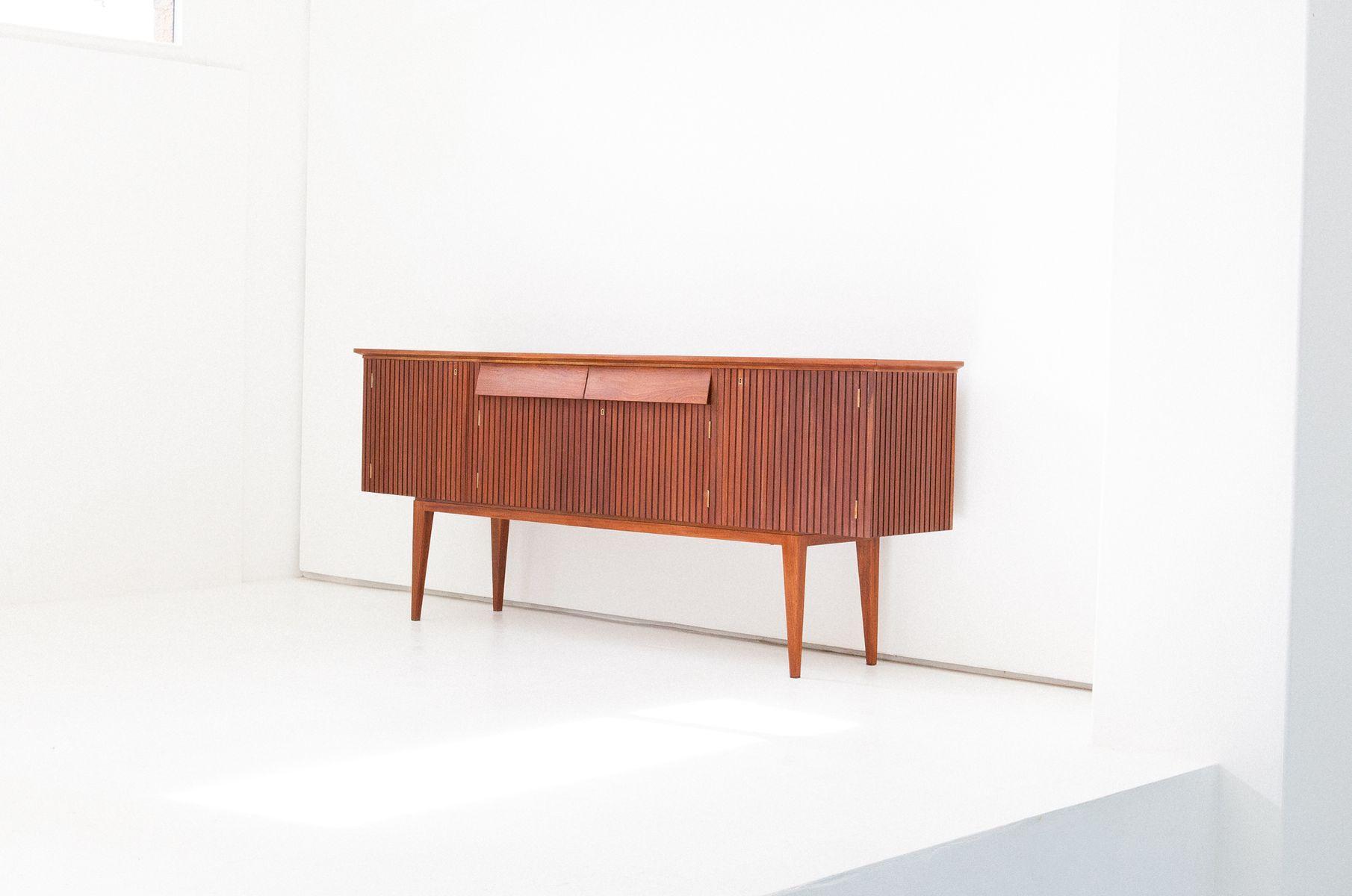 italienisches mid century mahagoni sideboard 1950er bei pamono kaufen. Black Bedroom Furniture Sets. Home Design Ideas