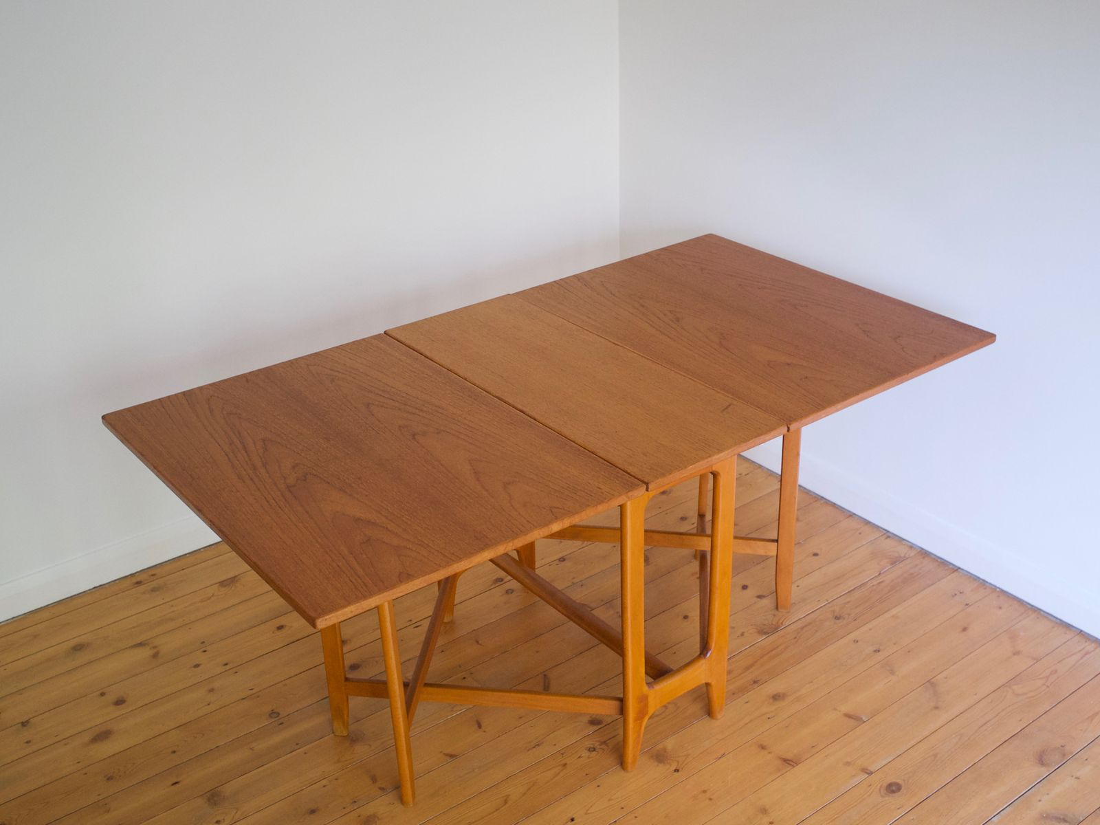 Mesa de comedor noruega de alas abatibles de Bendt Winge para ...