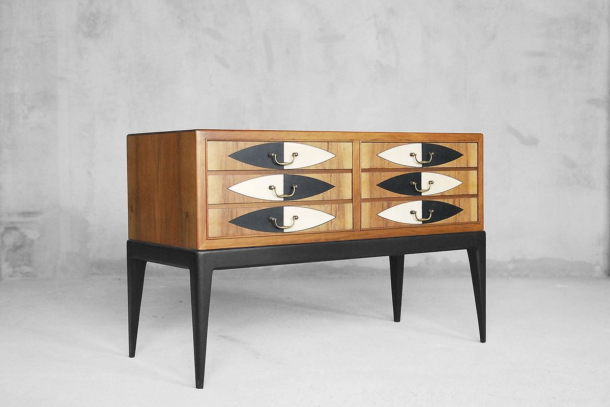meuble de rangement moderne en ch ne et motif peint la main france 1950s en vente sur pamono. Black Bedroom Furniture Sets. Home Design Ideas