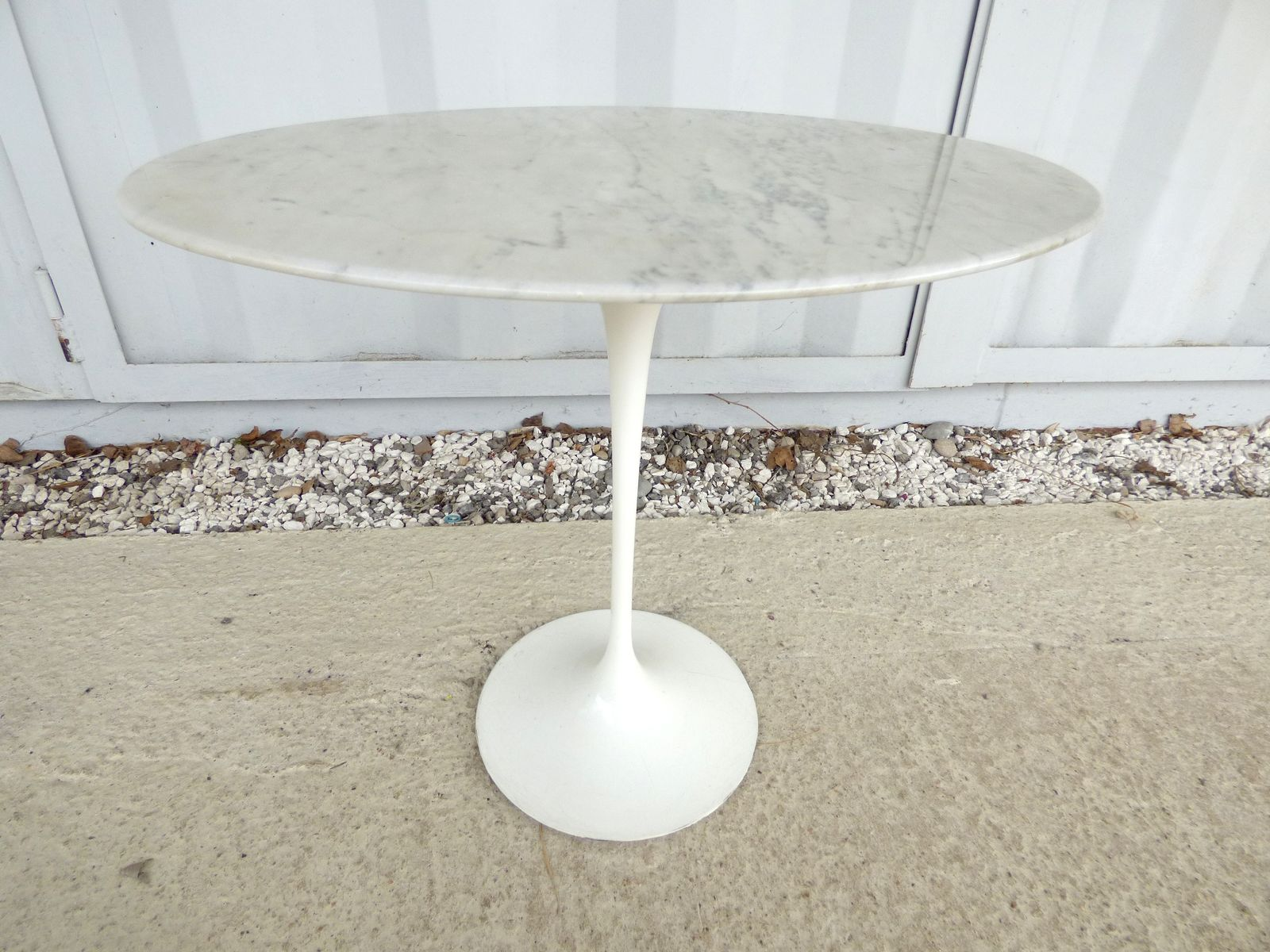 Oval Gueridon Table by Eero Saarinen for Knoll 1960s for sale at