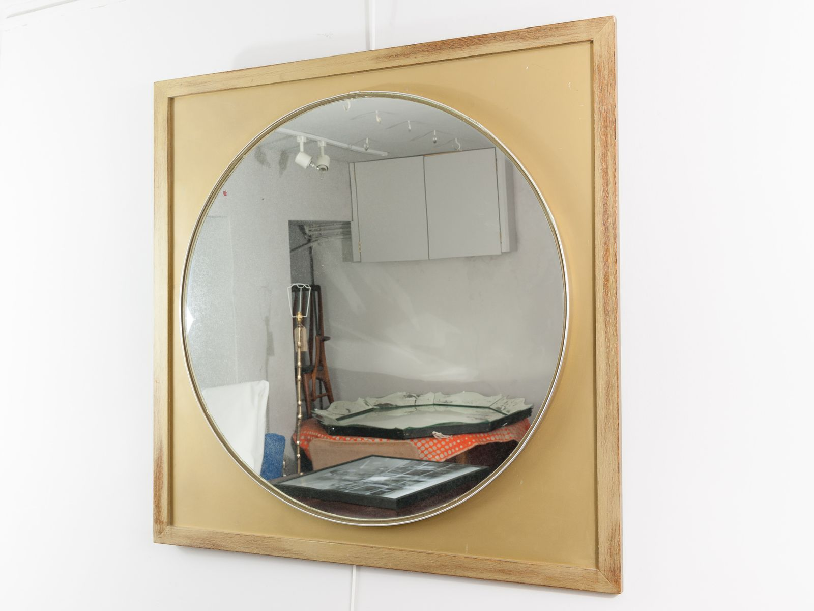 gro er runder vintage spiegel mit goldenem holzrahmen bei pamono kaufen. Black Bedroom Furniture Sets. Home Design Ideas
