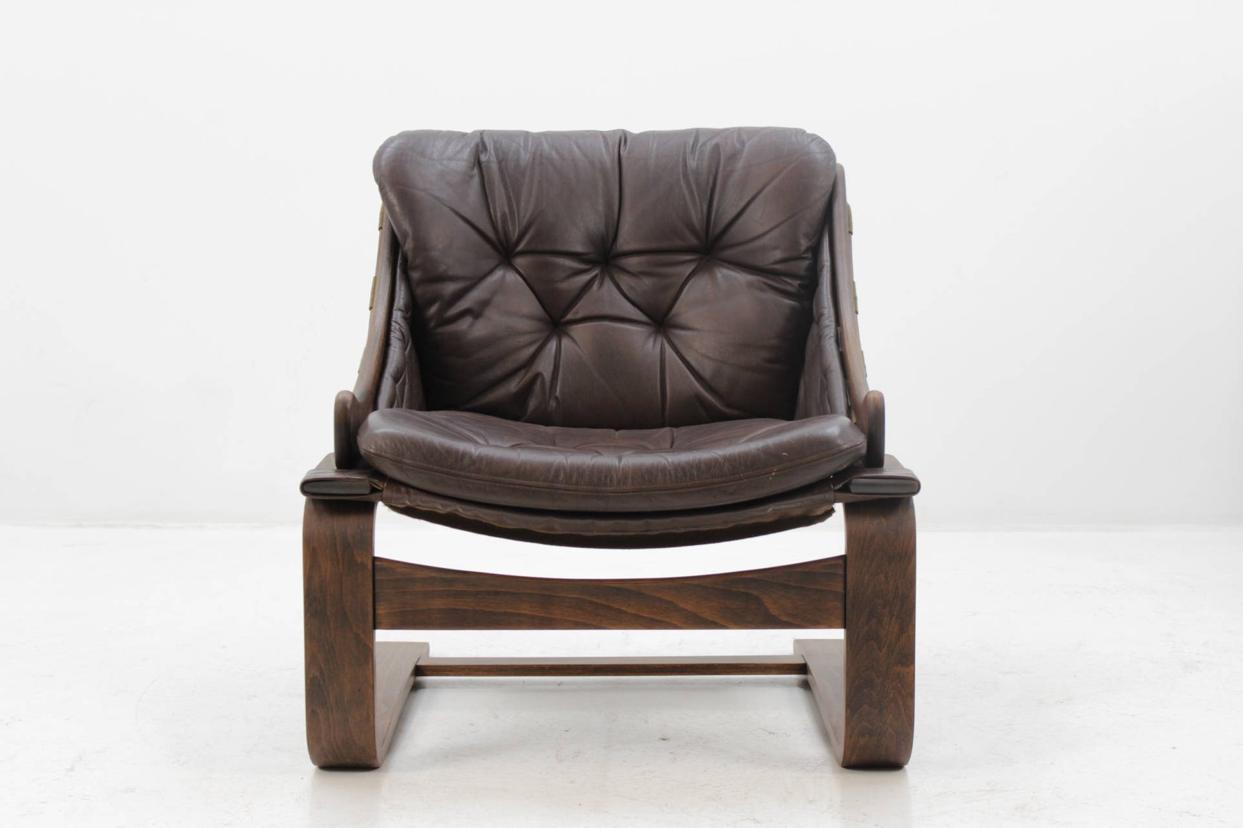 scandinavian bentwood leather lounge chair by ake. Black Bedroom Furniture Sets. Home Design Ideas