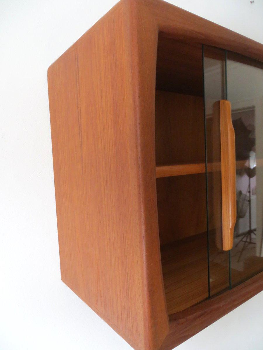 mid century wandregal mit schiebet ren aus glas von dyrlund 1960er bei pamono kaufen. Black Bedroom Furniture Sets. Home Design Ideas