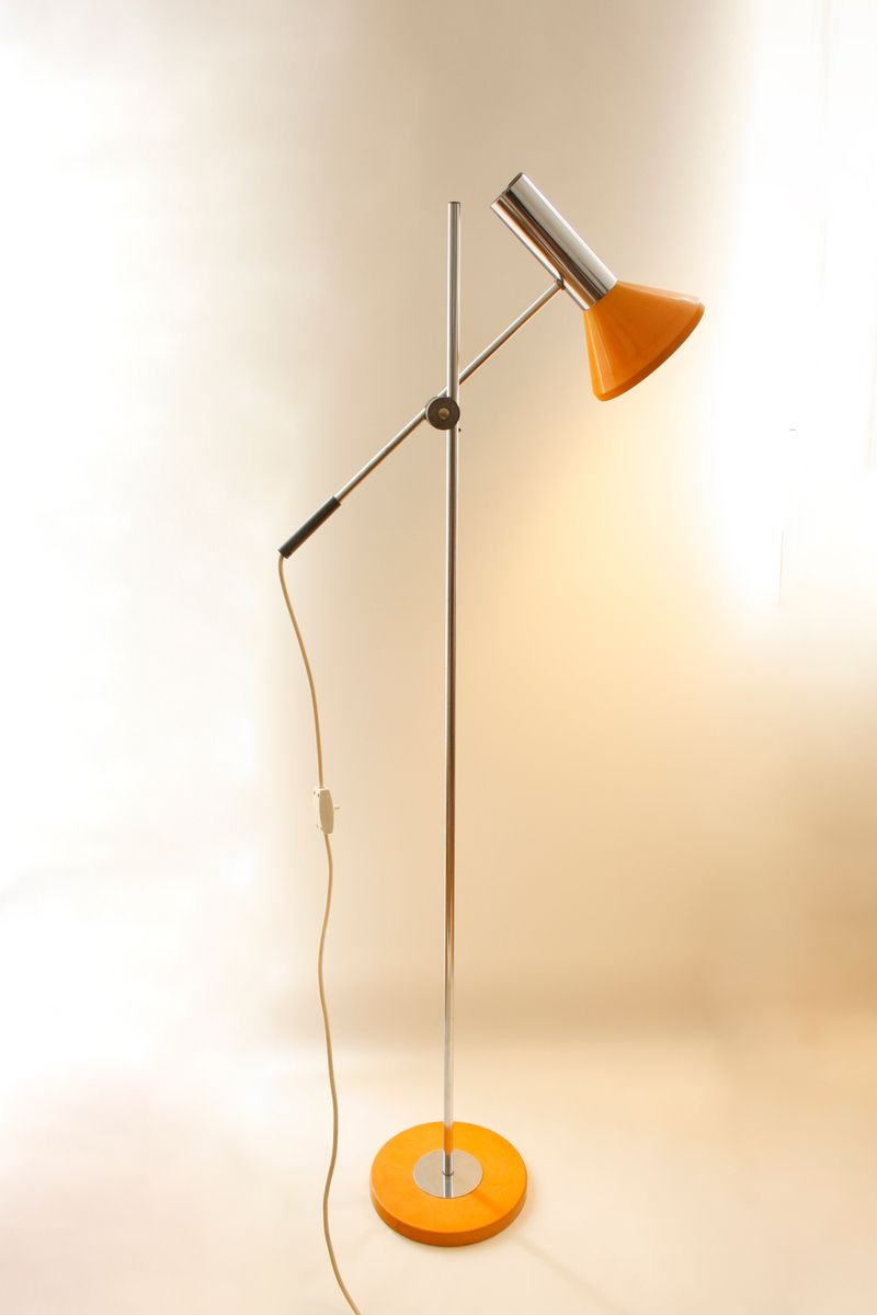 lampadaire vintage orange avec bras chrom articul en vente sur pamono. Black Bedroom Furniture Sets. Home Design Ideas