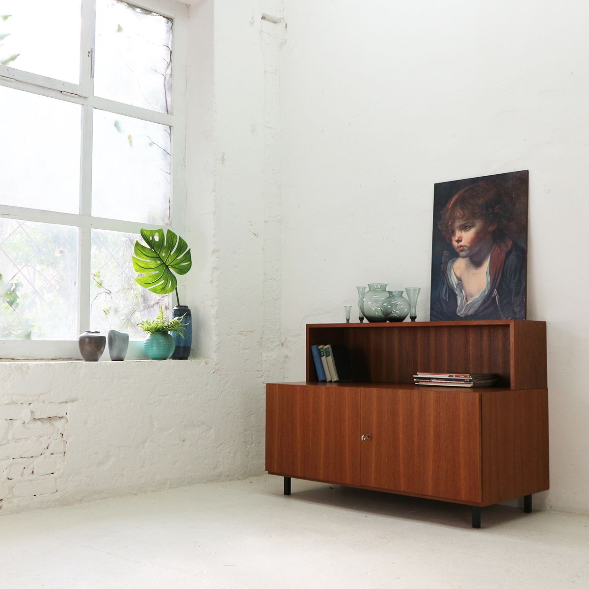 zweit riges teak furnier sideboard mit ablage von idee m bel 1960er bei pamono kaufen. Black Bedroom Furniture Sets. Home Design Ideas