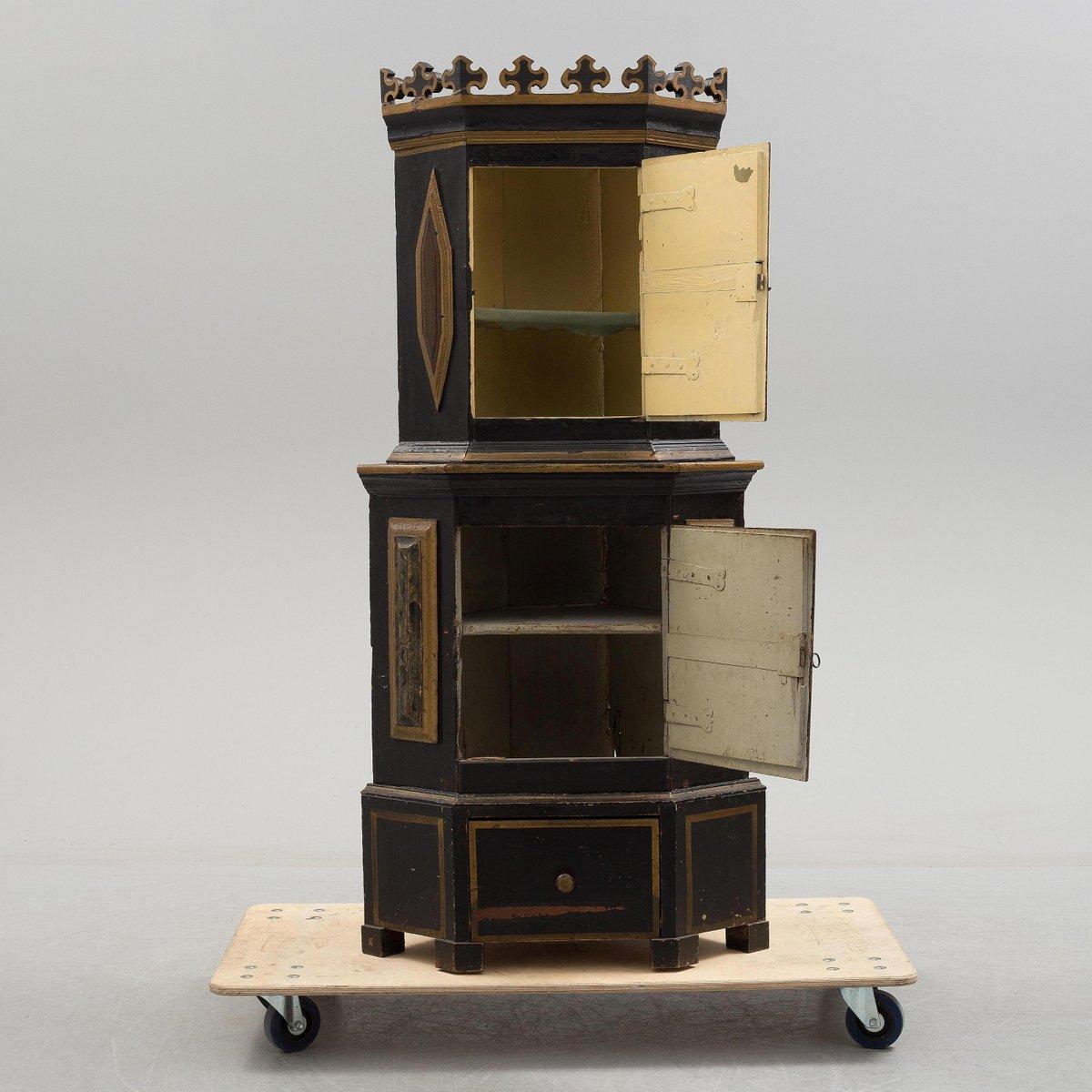 Antique Swedish Corner Cupboard - Antique Swedish Corner Cupboard For Sale At Pamono
