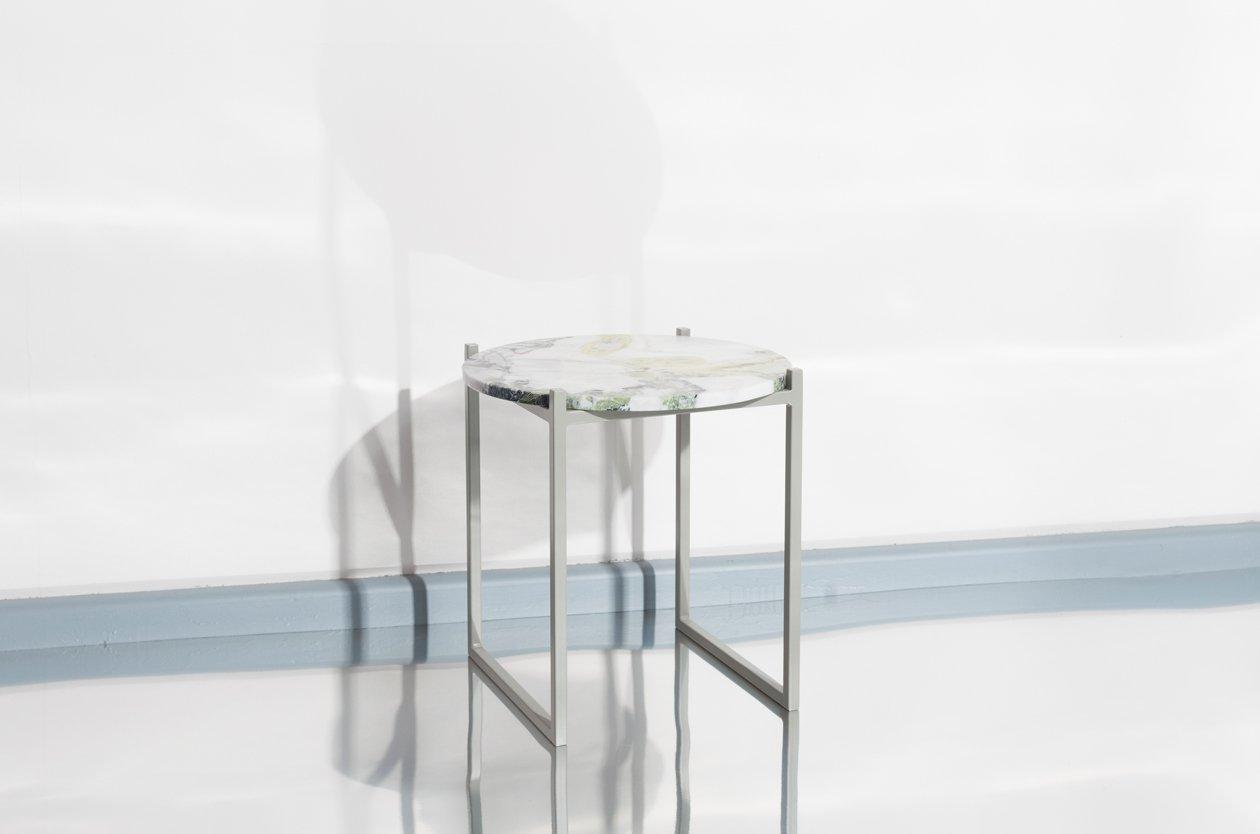 lulu beistelltisch aus lotusgr nem marmor und stahl von. Black Bedroom Furniture Sets. Home Design Ideas