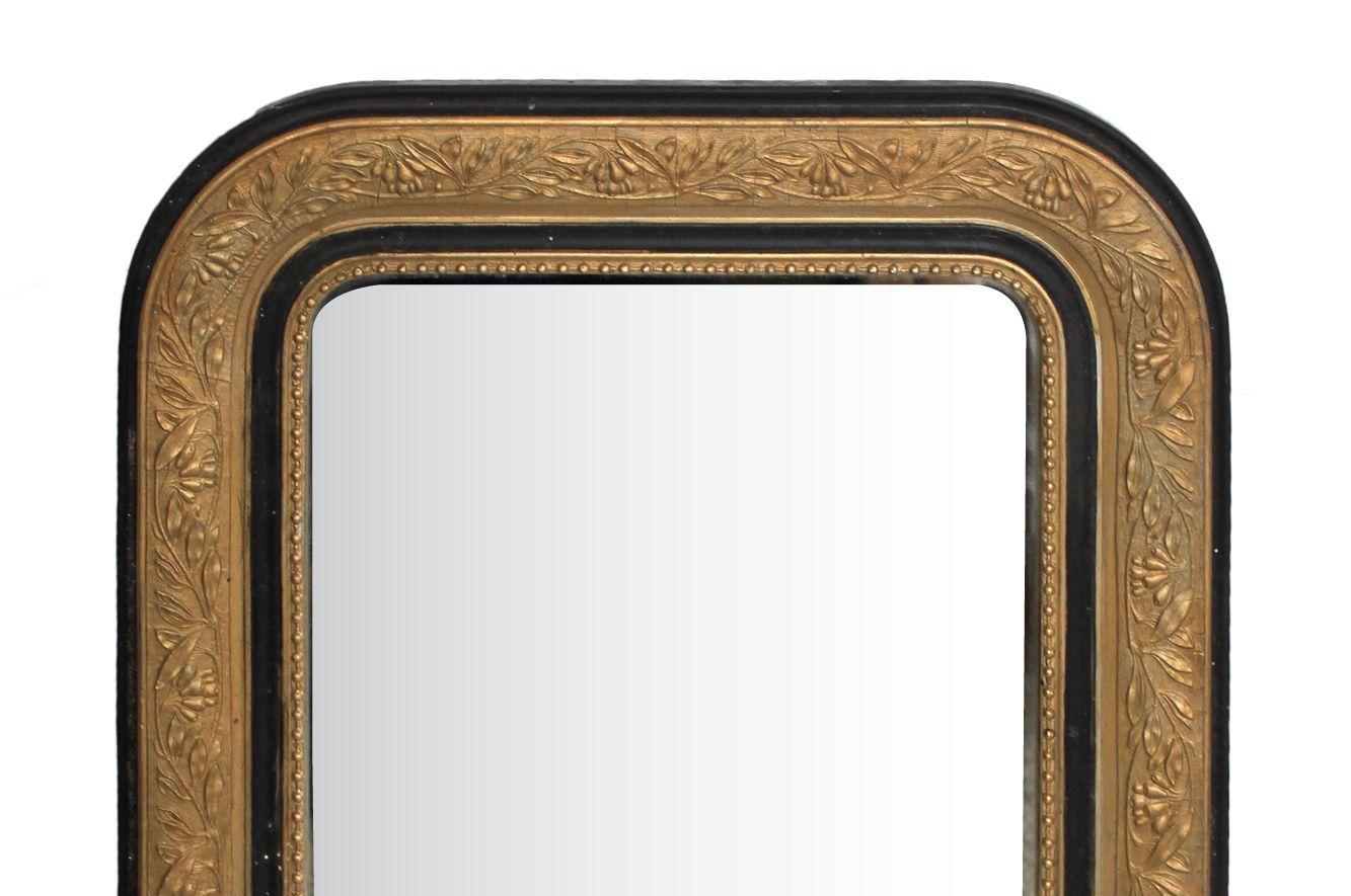 kleiner antiker napoleon iii spiegel mit floralem rahmen in schwarz und gold bei pamono kaufen. Black Bedroom Furniture Sets. Home Design Ideas