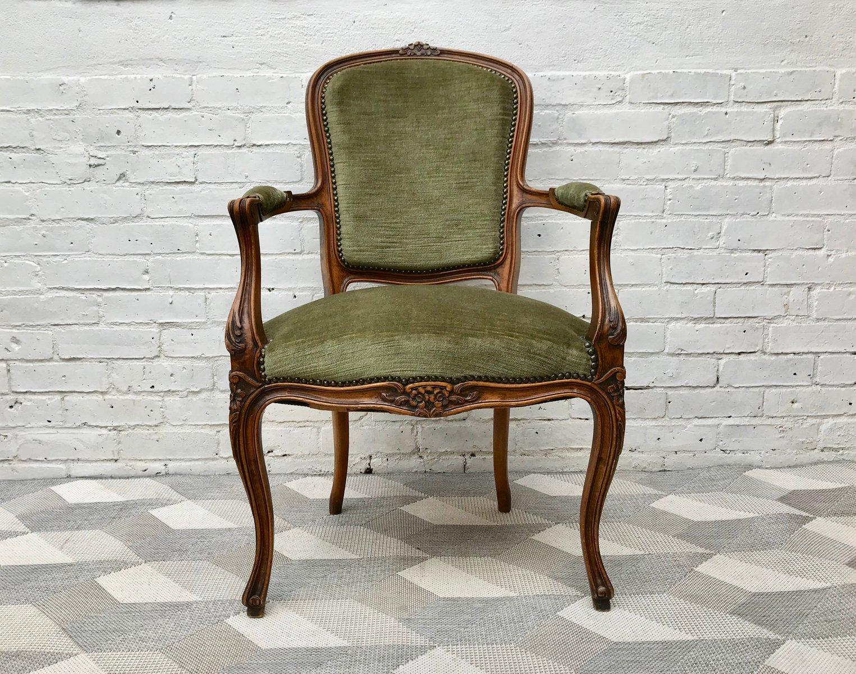 Sedia Luigi XVI vintage in legno, Francia in vendita su Pamono