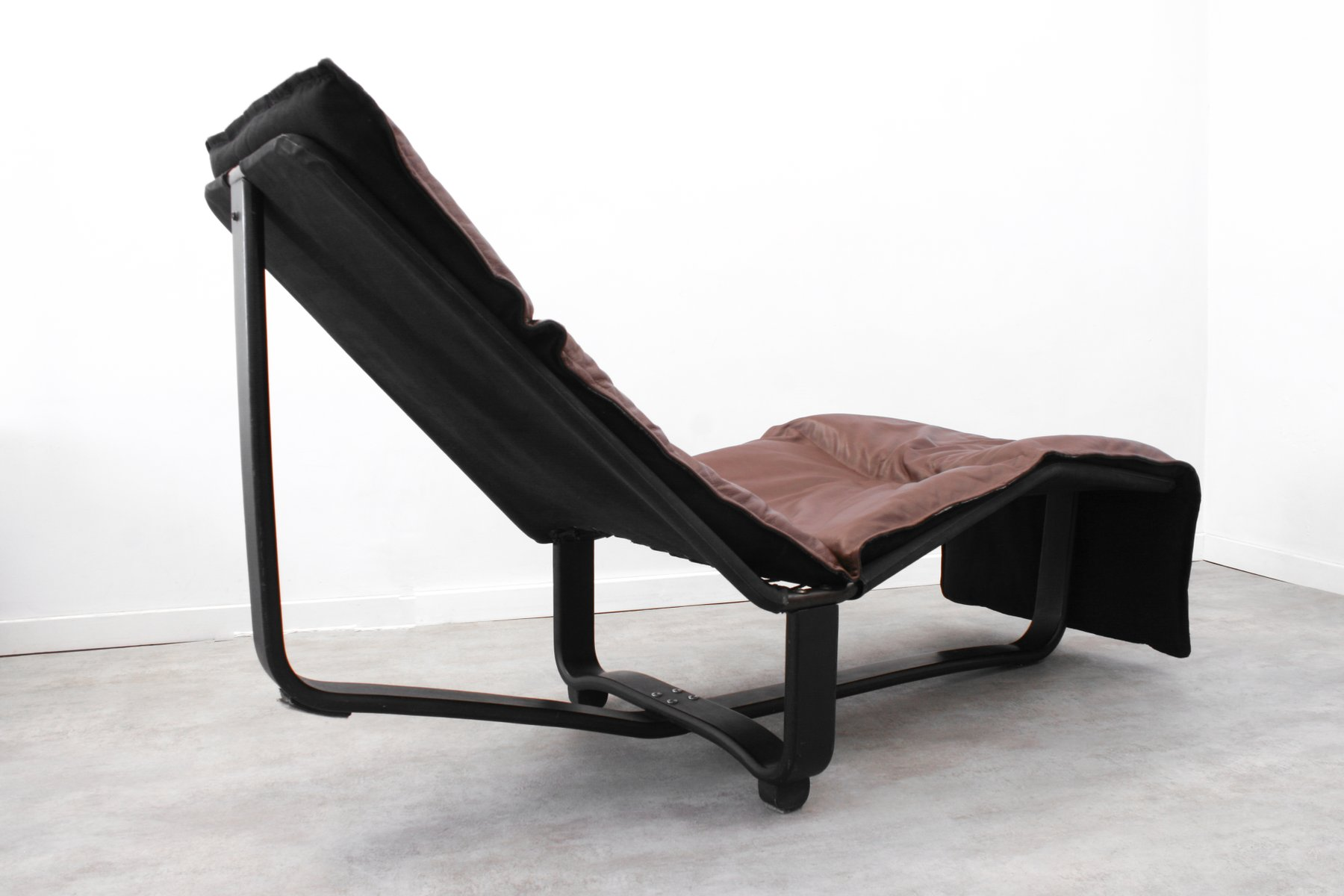 chaise longue auf englisch with Chaise Longue Rest By Ingmar Knut Relling For Westnofa 1970s on 8017065 Een Chaise Longue In Paarse Stof 21e Eeuw additionally Franzoesische Chaise Longue Mit Geometrischem Druck 1940er 1 further 1348504 also 28373 R l Mediterraner Einrichtungsstil in addition Lc 4 Chaise Longue Von Le Corbusier Fuer Cassina 1930er.