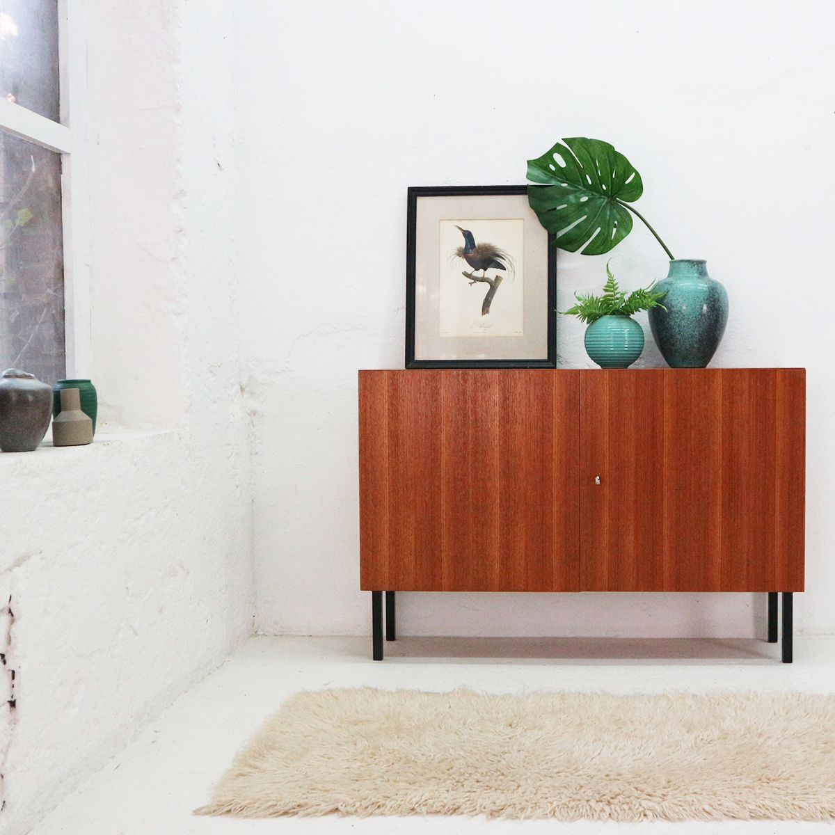 teak kommode mit zwei t ren von idee m bel 1960er bei pamono kaufen. Black Bedroom Furniture Sets. Home Design Ideas