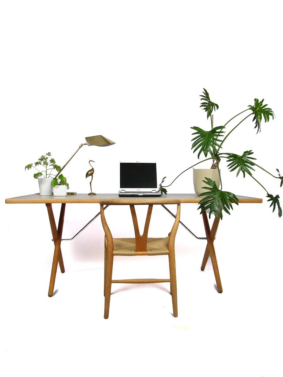 pp85 tisch mit verkreuzten beinen von hans j wegner f r. Black Bedroom Furniture Sets. Home Design Ideas