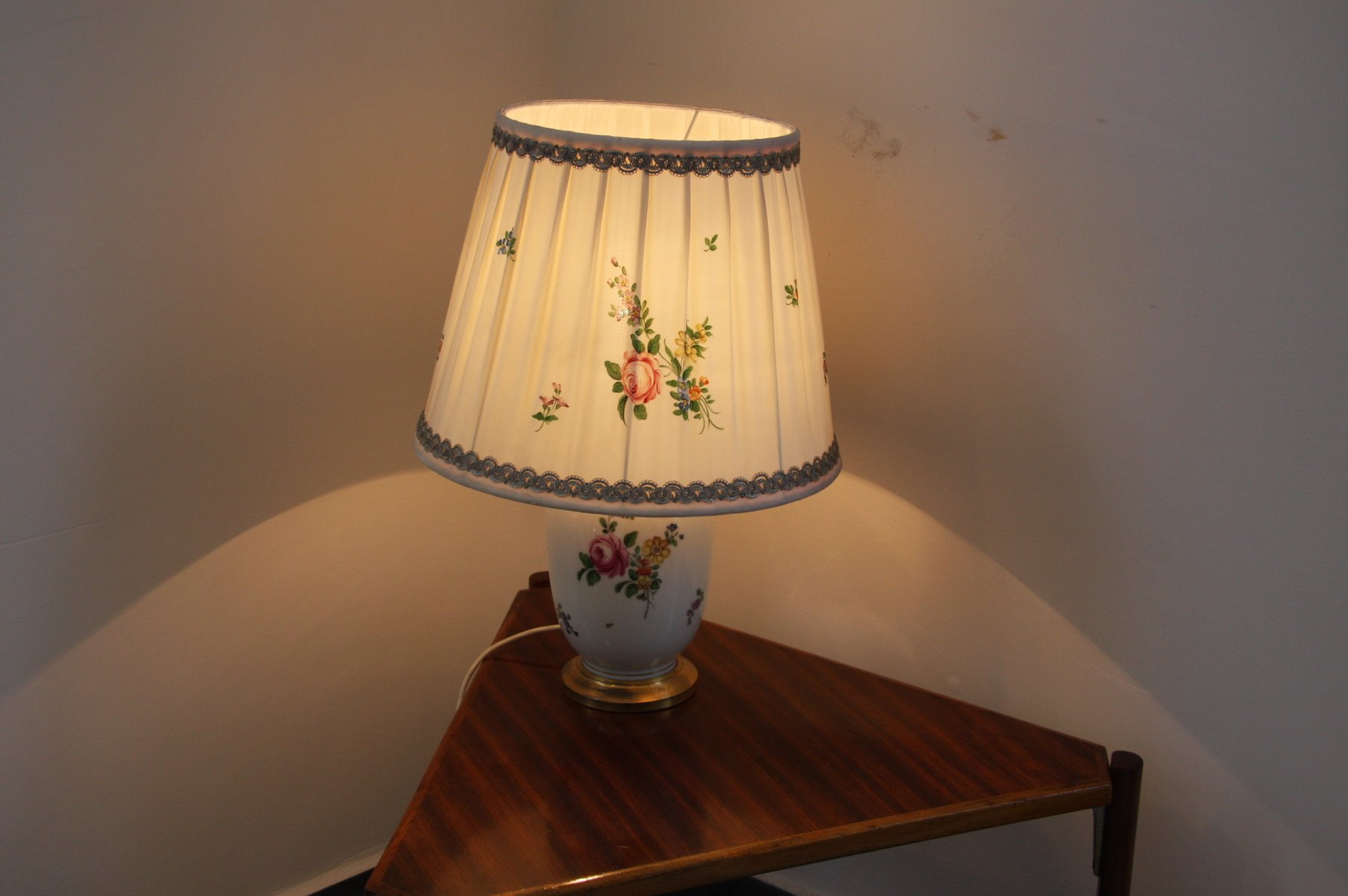 Vintage Porcelain Table Lamp From Augarten For Sale At Pamono