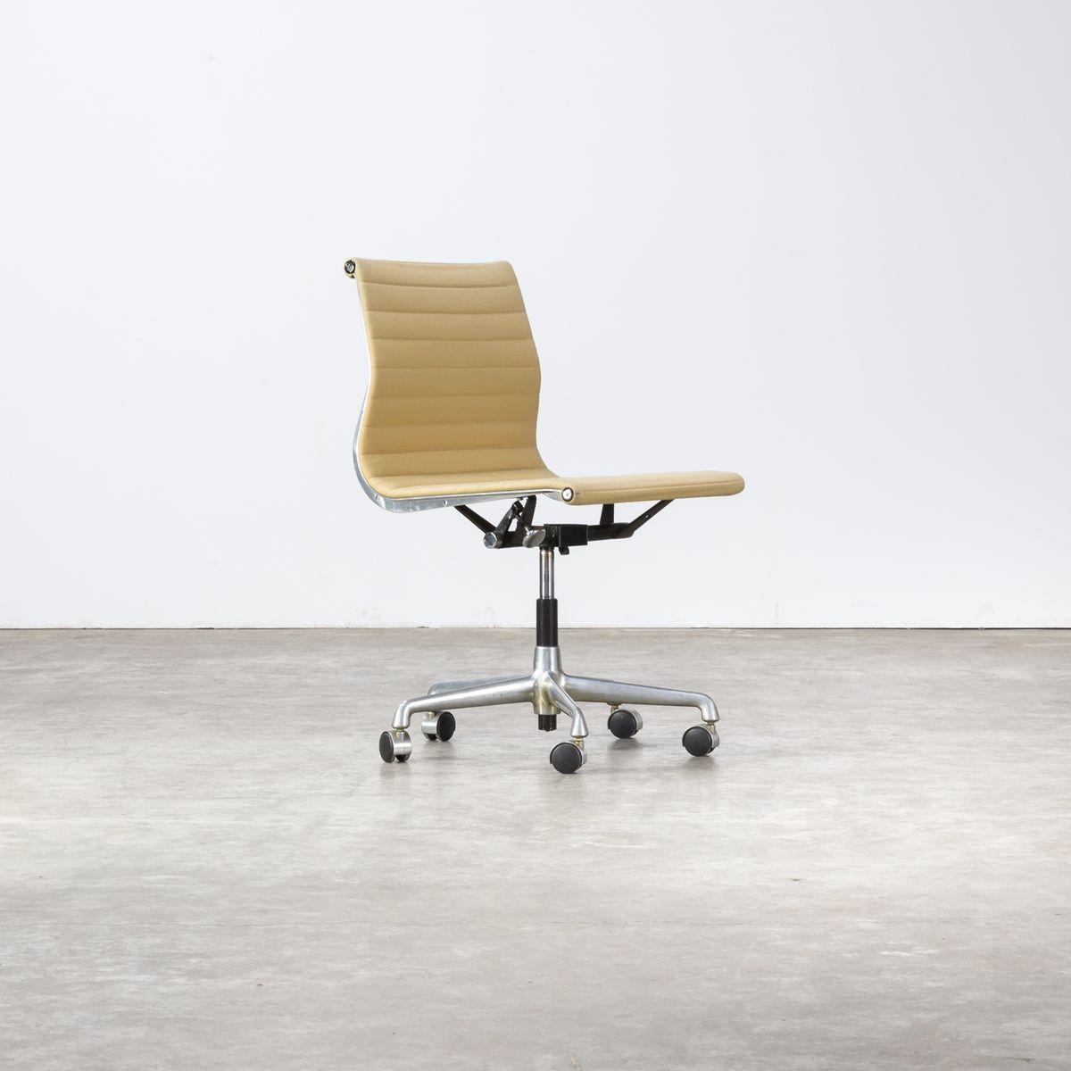 ea118 b rostuhl von charles ray eames f r herman miller 1970er bei pamono kaufen. Black Bedroom Furniture Sets. Home Design Ideas