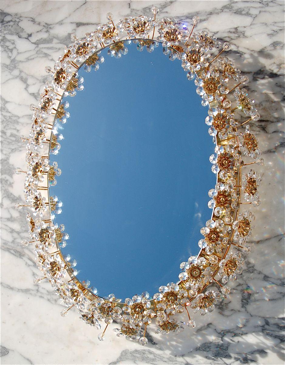ovaler spiegel mit floraler verzierhung aus kristalglas und indirekter beleuchtung von palwa. Black Bedroom Furniture Sets. Home Design Ideas