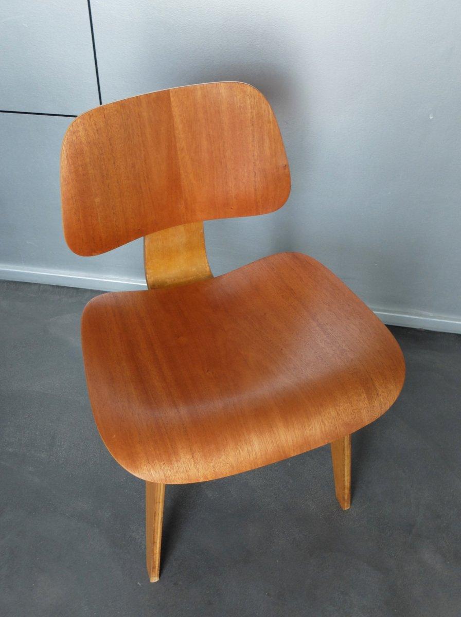 dcw stuhl aus mahagoni von charles ray eames f r herman miller 1940er bei pamono kaufen. Black Bedroom Furniture Sets. Home Design Ideas