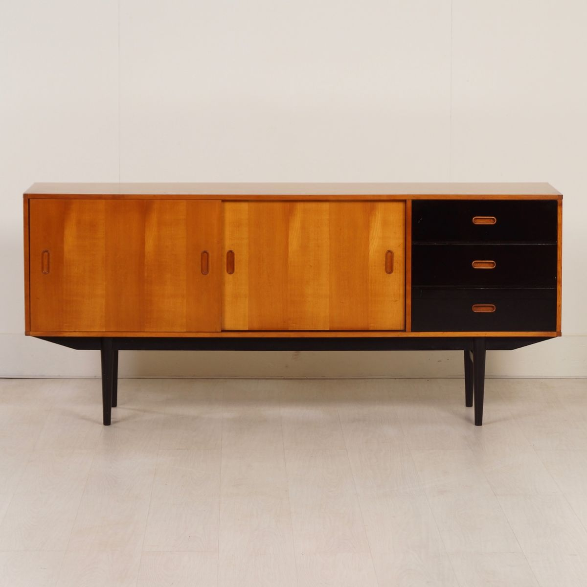 Pinewood sideboard with black drawers from fristho 1950s for Sideboard 2 m breit