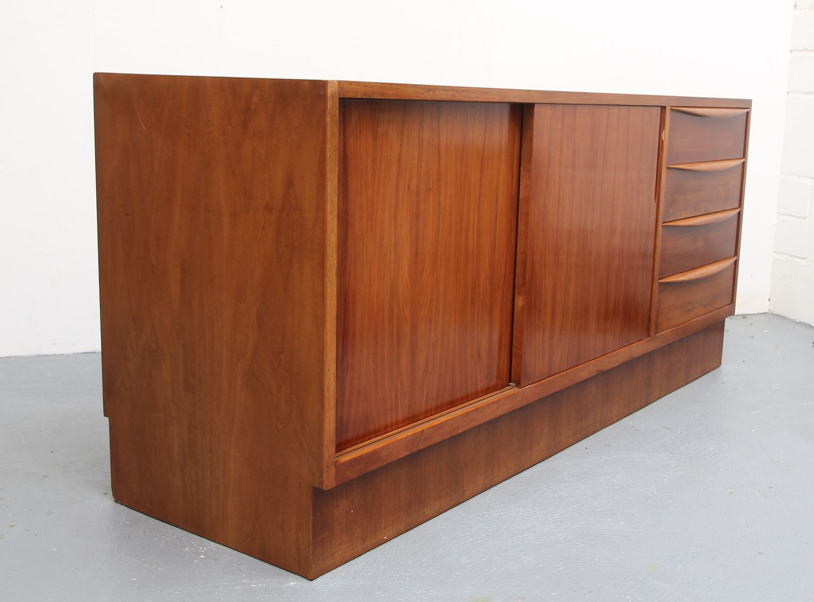 sideboard mit schiebet ren von franz ehrlich f r vereinigte werkst tten 1950er bei pamono kaufen. Black Bedroom Furniture Sets. Home Design Ideas