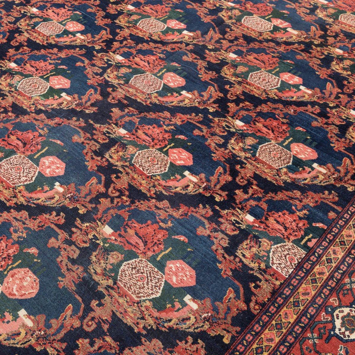 antiker persischer senneh teppich mit rosen 19 jh bei. Black Bedroom Furniture Sets. Home Design Ideas
