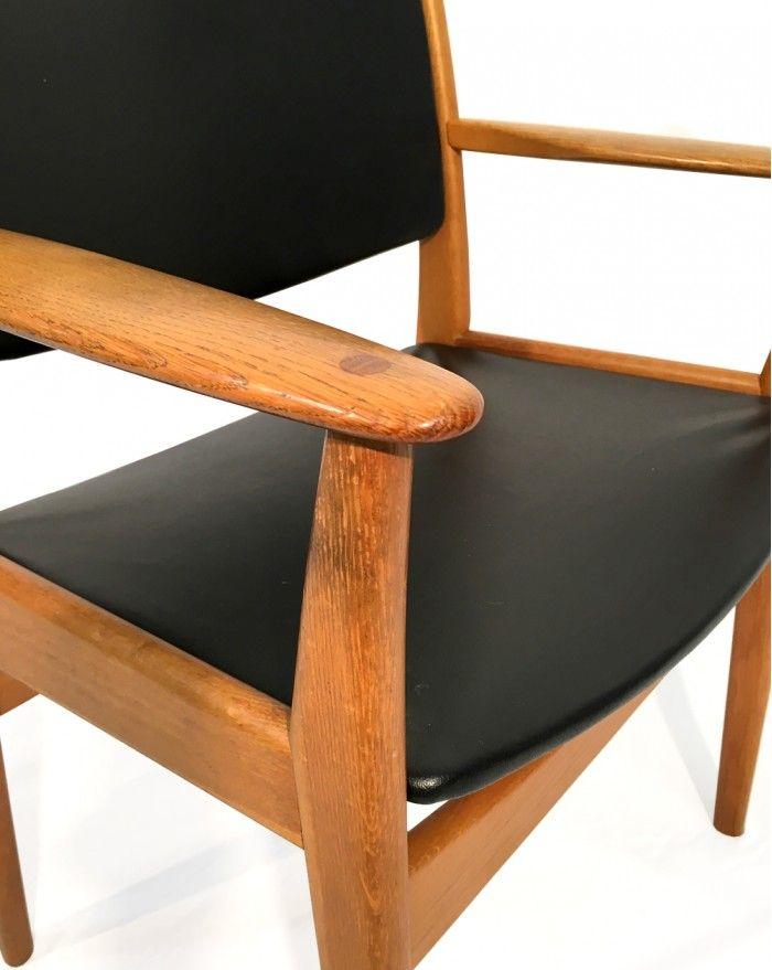 Eichenholz armlehnstuhl mit schwarzem kunstleder 1960er for Armlehnstuhl kunstleder