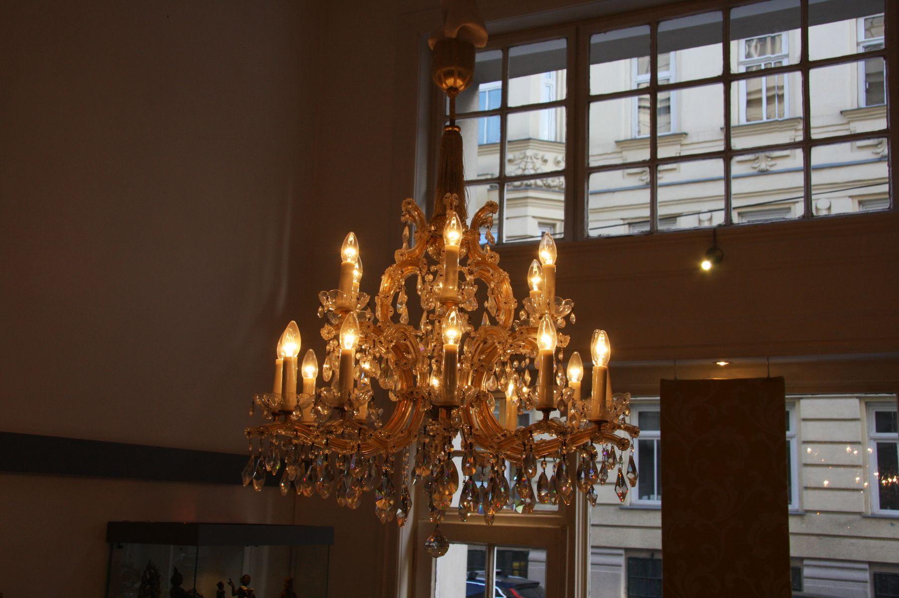 antiker maria theresia kronleuchter bei pamono kaufen. Black Bedroom Furniture Sets. Home Design Ideas