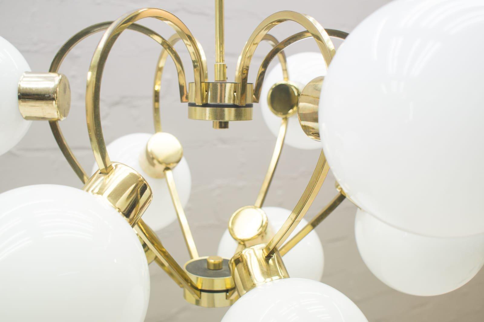 Vintage lampe mit schirmen aus opalglas 1960er bei pamono for Lampe mit mehreren schirmen