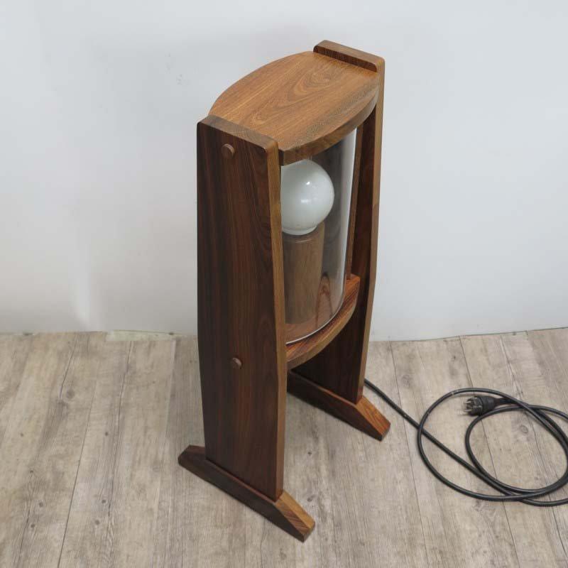 vintage holz stehlampe mit gew lbten glasscheiben 1960er bei pamono kaufen. Black Bedroom Furniture Sets. Home Design Ideas