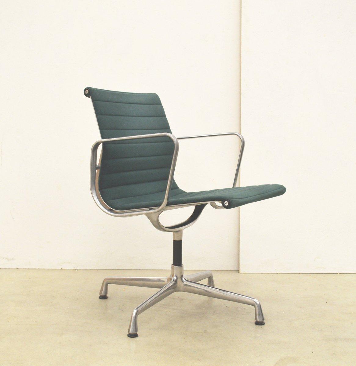 Bürostuhl designklassiker eames  Grüner EA108 Aluminium Bürostuhl von Charles & Ray Eames für Vitra, 1980er,  5er Set