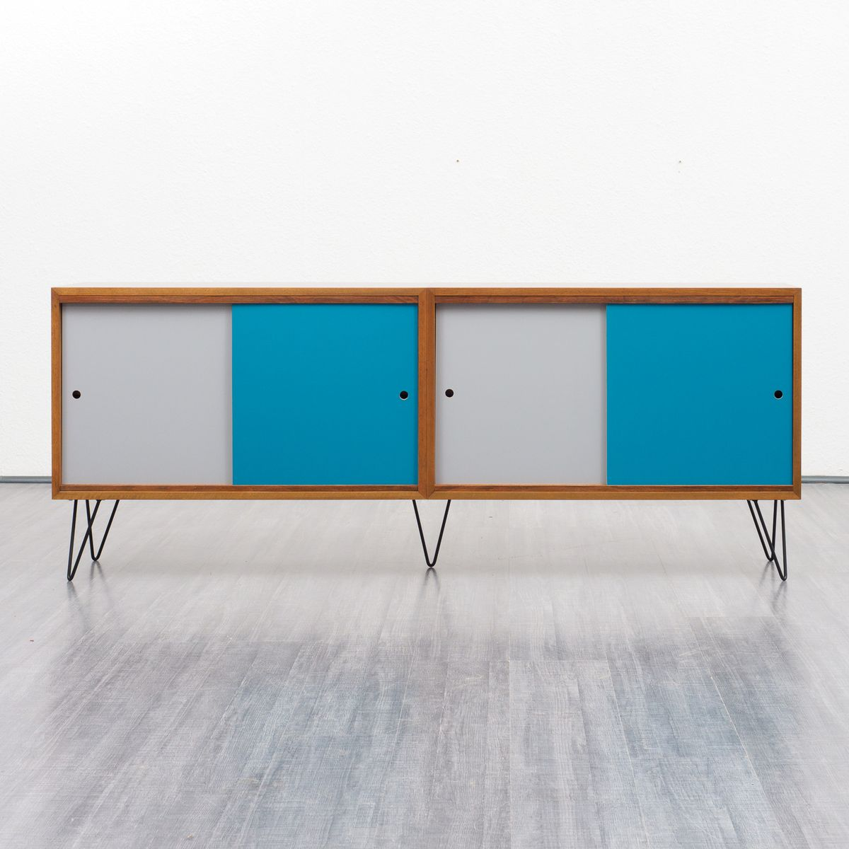 walnuss sideboard mit farbigen t ren 1960er bei pamono kaufen. Black Bedroom Furniture Sets. Home Design Ideas