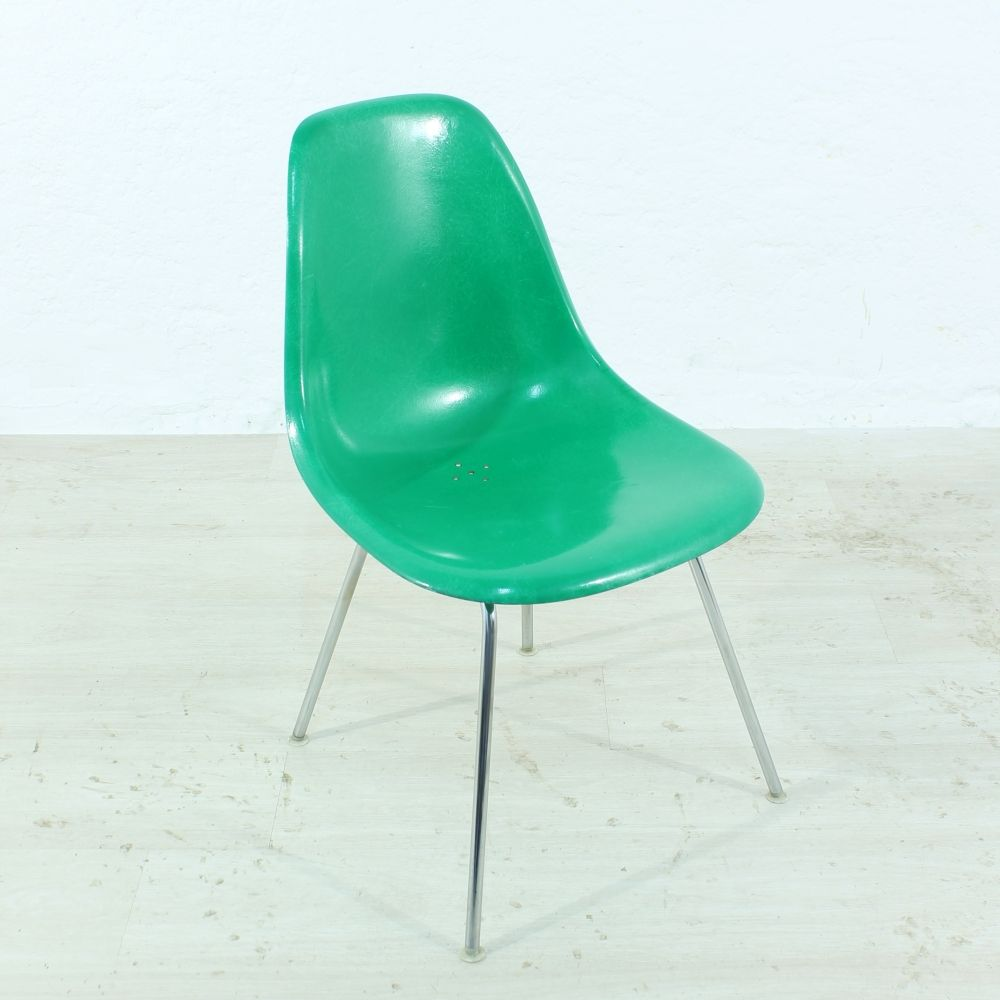 Mid Century Kelly Green Side Chair By Charles U0026 Ray Eames For Herman  Miller/vitra