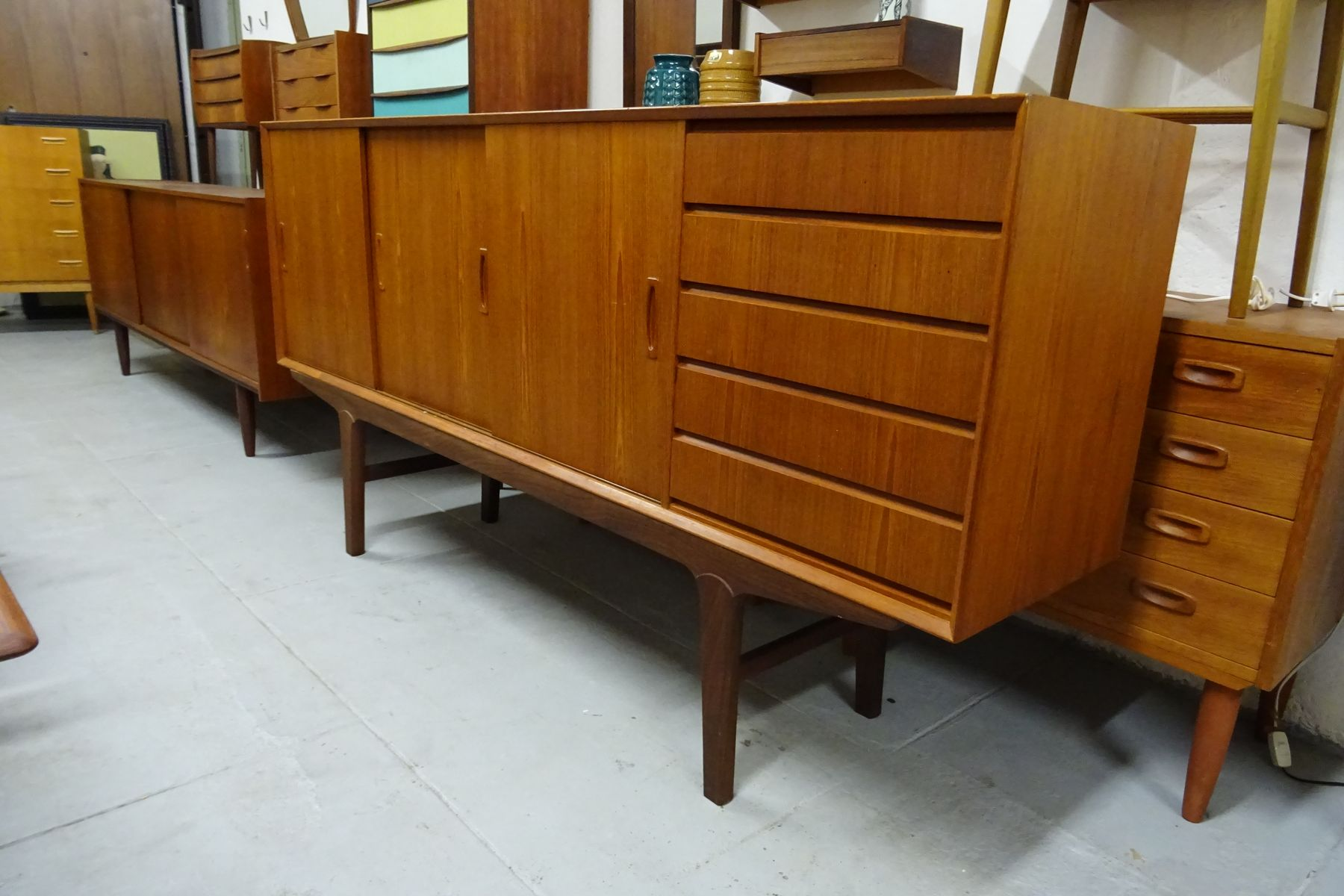 vintage sideboard mit schubladen aus teak bei pamono kaufen. Black Bedroom Furniture Sets. Home Design Ideas