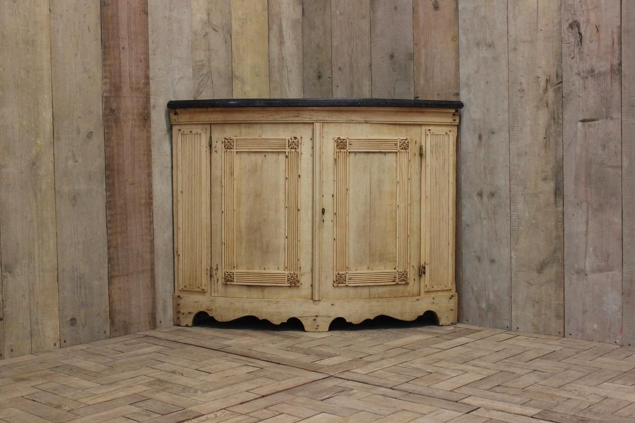 Antique Corner Cupboard in Bleached Oak with Marble Top, 1850s - Antique Corner Cupboard In Bleached Oak With Marble Top, 1850s For