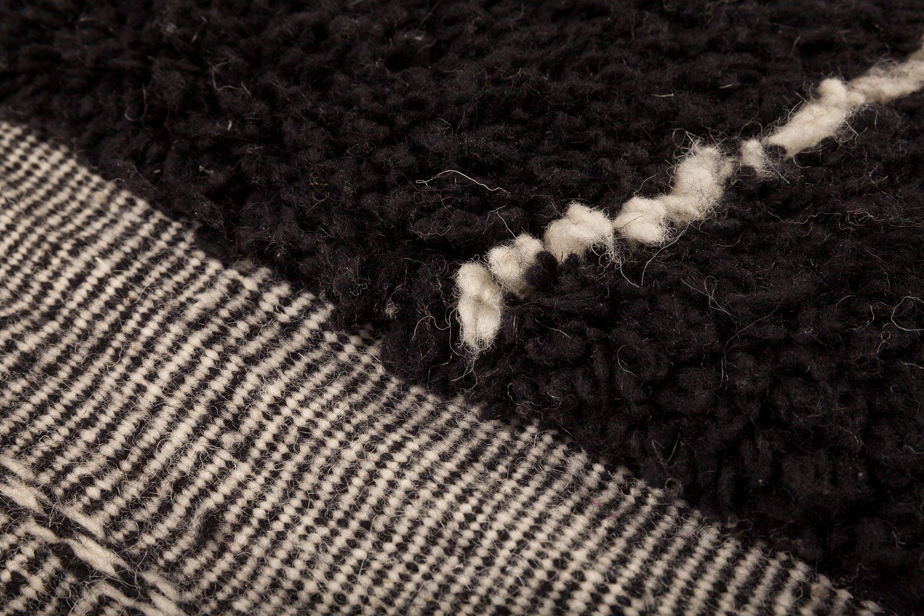 contemporary moroccan black berber carpet from beni. Black Bedroom Furniture Sets. Home Design Ideas