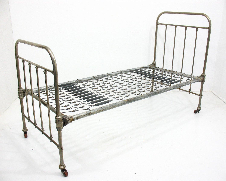 metall tagesbett auf r dern von konrad jarnuszkiewicz und ska 1930er bei pamono kaufen. Black Bedroom Furniture Sets. Home Design Ideas