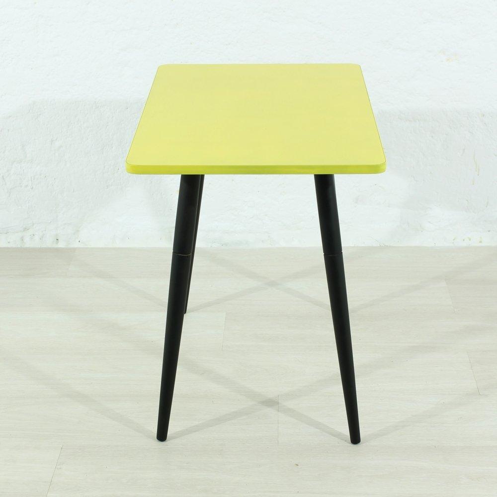 kleiner beistelltisch in gelb 1950er bei pamono kaufen. Black Bedroom Furniture Sets. Home Design Ideas