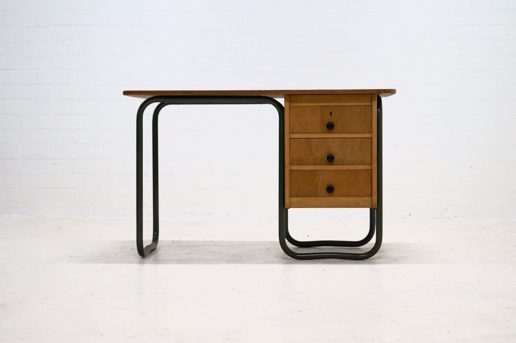mid century mteallrohr schreibtisch im bauhaus stil 1950er bei pamono kaufen. Black Bedroom Furniture Sets. Home Design Ideas