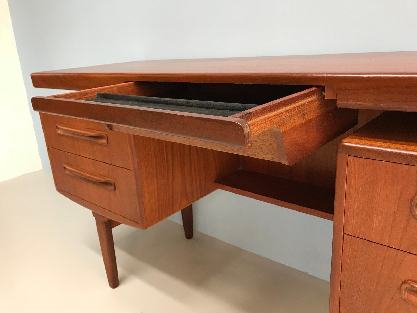 mid century teak schreibtisch von victor wilkins f r g. Black Bedroom Furniture Sets. Home Design Ideas