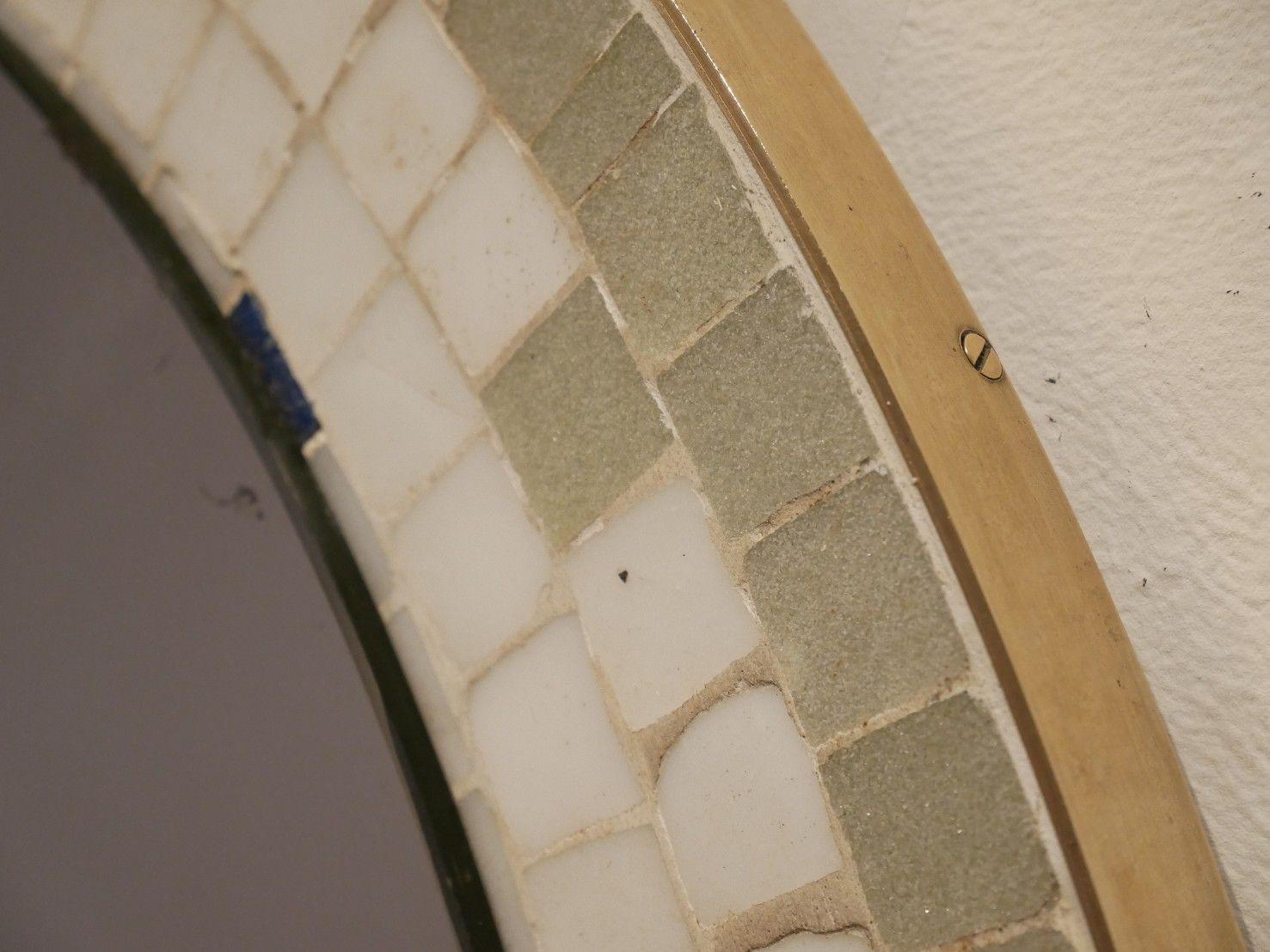 runder mehrfarbiger mid century wandspiegel mit mosaik 1950er bei pamono kaufen. Black Bedroom Furniture Sets. Home Design Ideas
