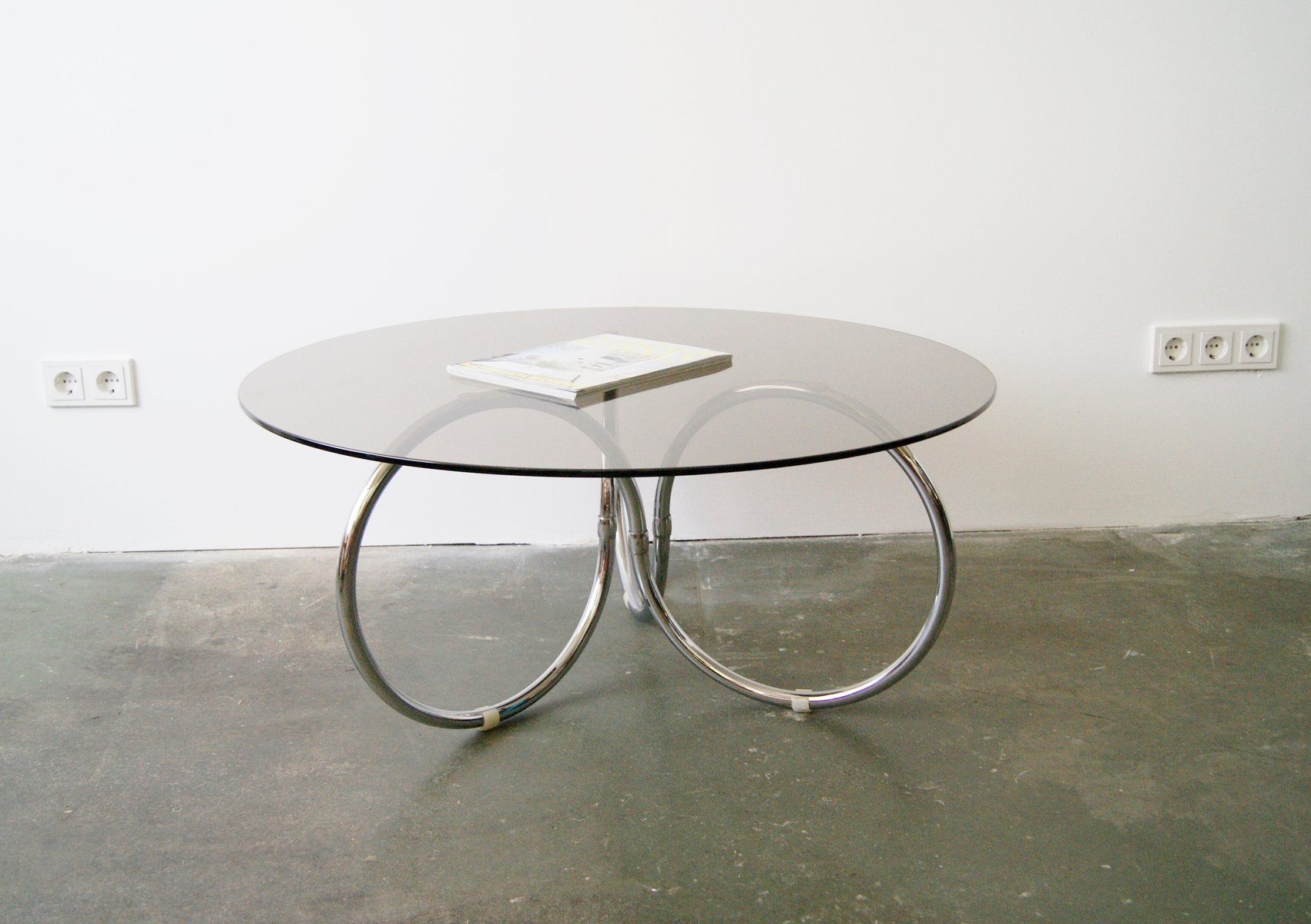 round glass chrome coffee table 1970s for sale at pamono. Black Bedroom Furniture Sets. Home Design Ideas