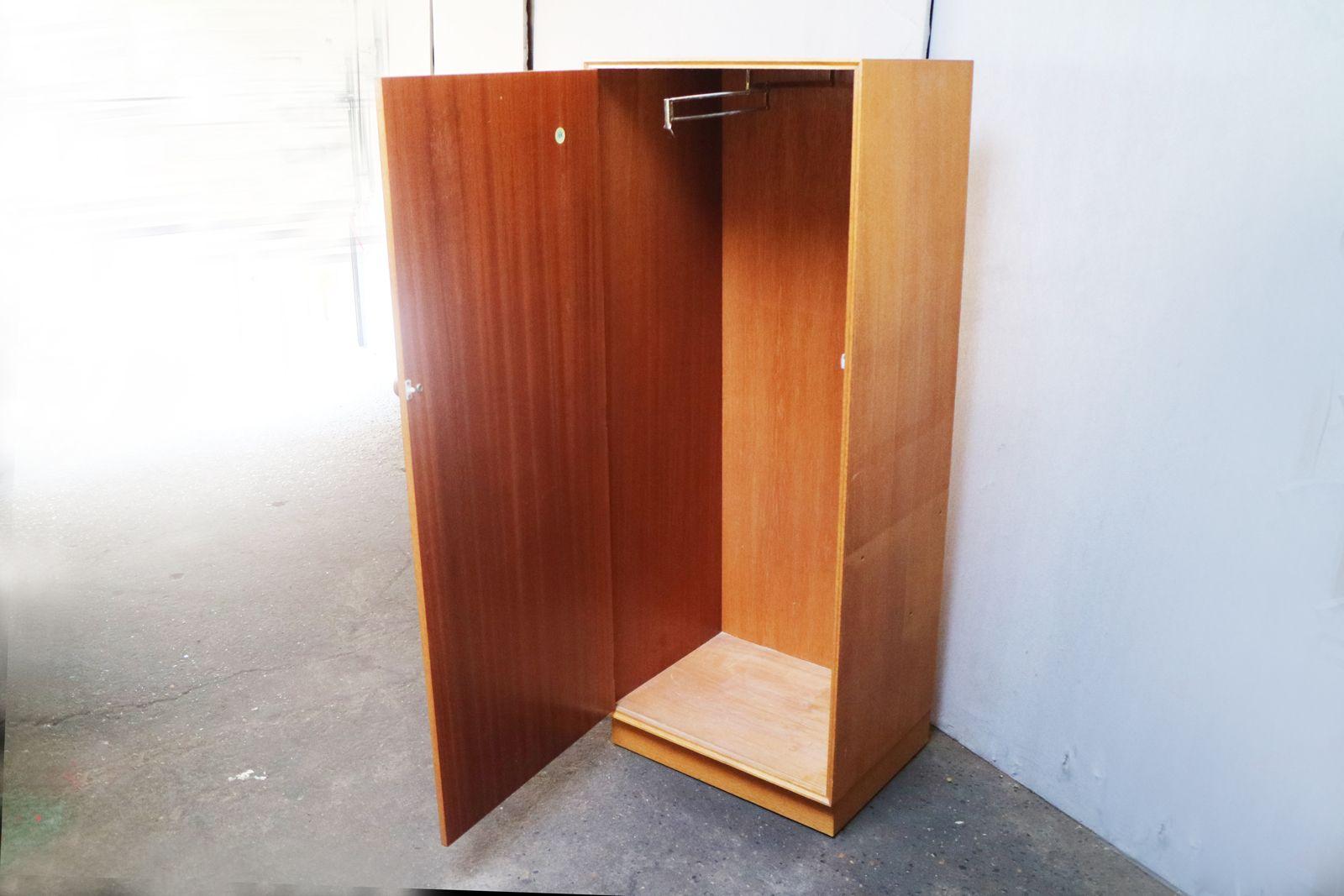kleiner kleiderschrank von meredrew 1970er bei pamono kaufen. Black Bedroom Furniture Sets. Home Design Ideas