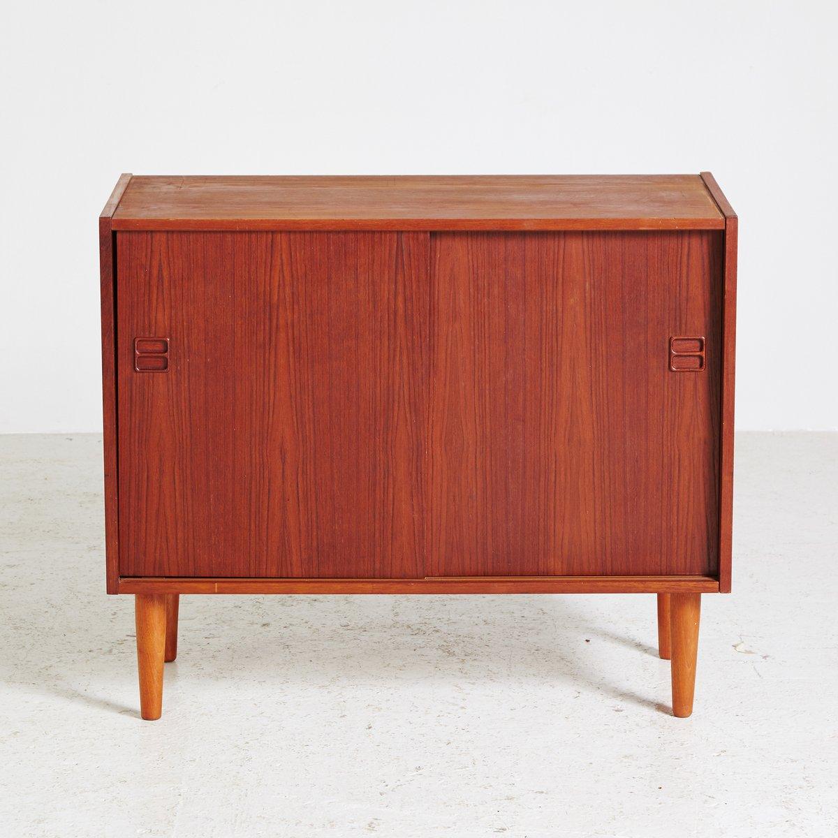 kleines d nisches teak sideboard 1960er bei pamono kaufen. Black Bedroom Furniture Sets. Home Design Ideas