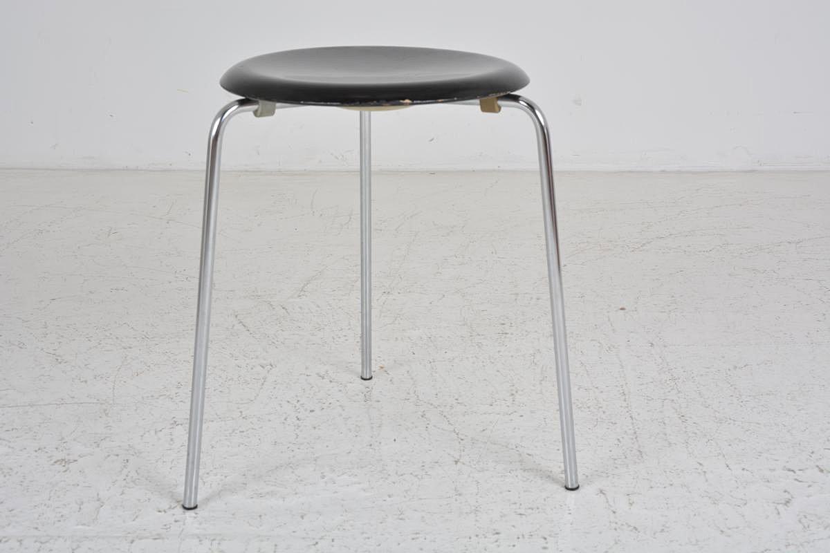 vintage dreibein hocker von arne jacobsen f r fritz hansen bei pamono kaufen. Black Bedroom Furniture Sets. Home Design Ideas